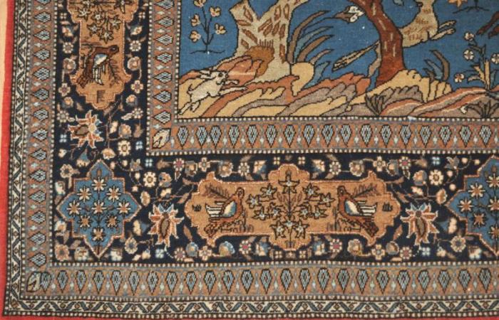 tapis persan tapis qom iran des ann es 1960 fond bleu on commen a tisser qom dans les ann es. Black Bedroom Furniture Sets. Home Design Ideas
