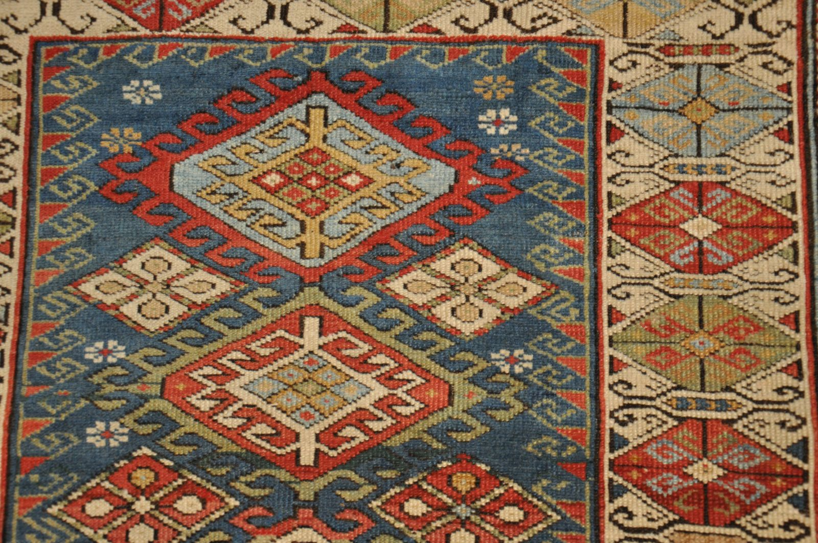 tapis caucase prix coussin pour banquette ext rieure. Black Bedroom Furniture Sets. Home Design Ideas
