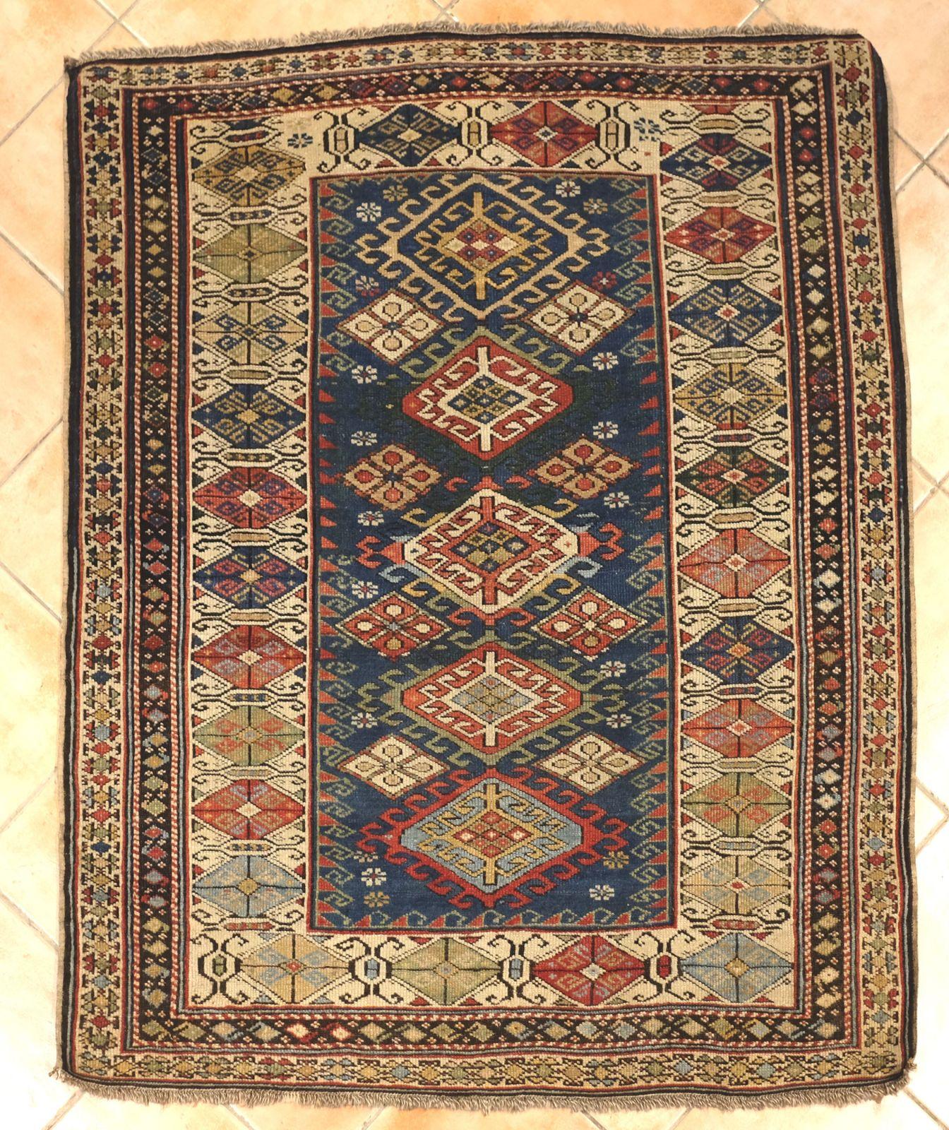 acheter un tapis ancien caucase marseille tapis jean louis goy ce tapis set de la r gion du. Black Bedroom Furniture Sets. Home Design Ideas