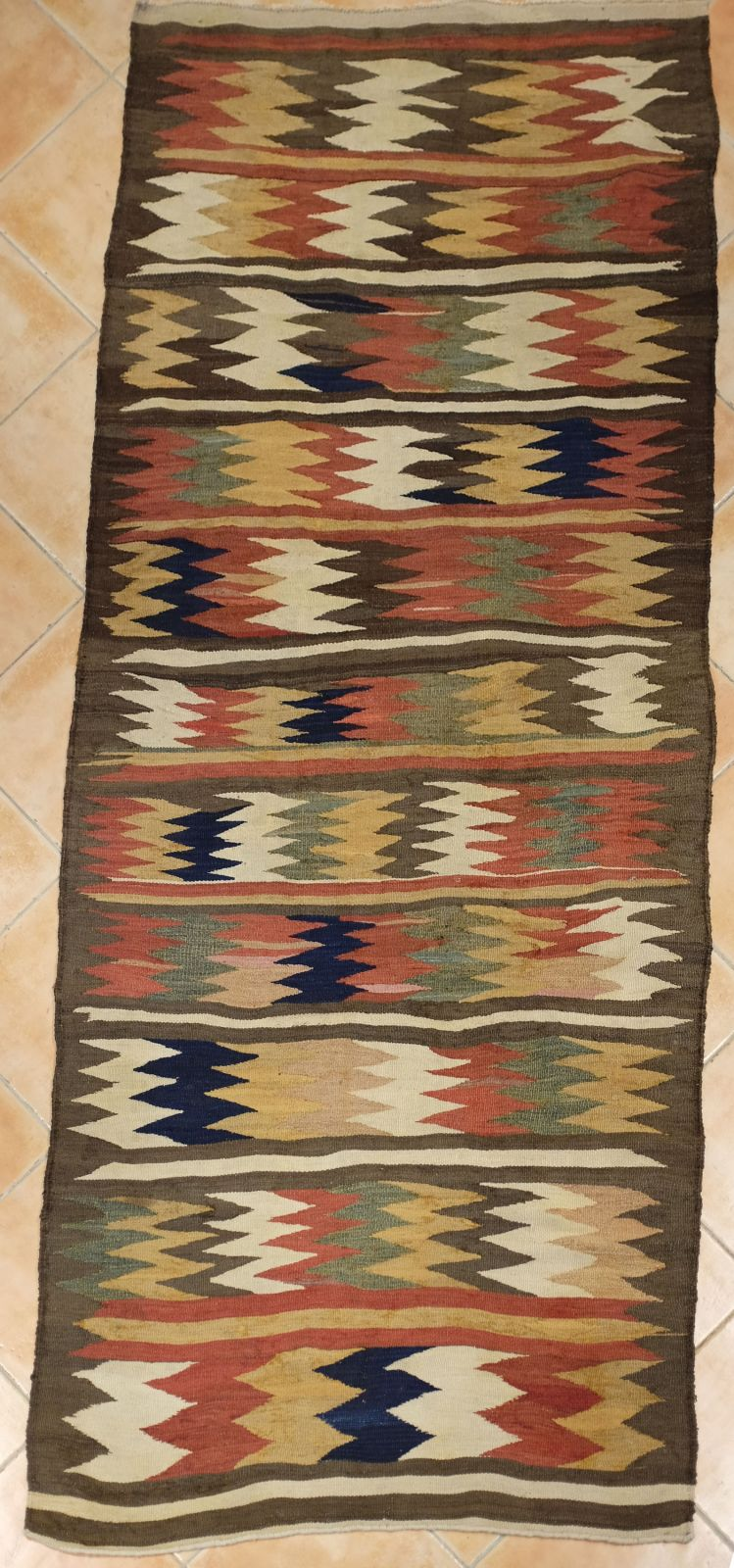 valeur et prix d un vieux tapis ou tapis ancien kilim ancien de la perse du nord vers 1890. Black Bedroom Furniture Sets. Home Design Ideas