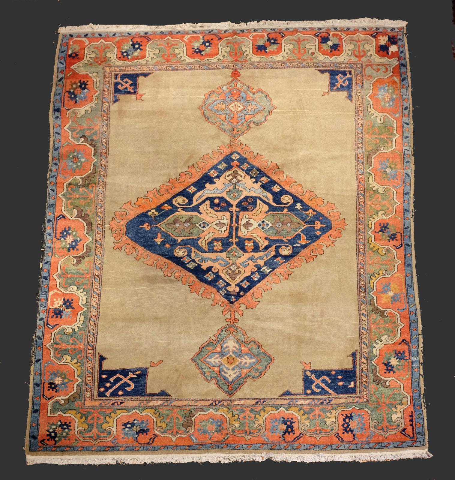 tapis azerie turquie les couleurs brillantes surprirent beaucoup de gens habitu s aux teintes. Black Bedroom Furniture Sets. Home Design Ideas