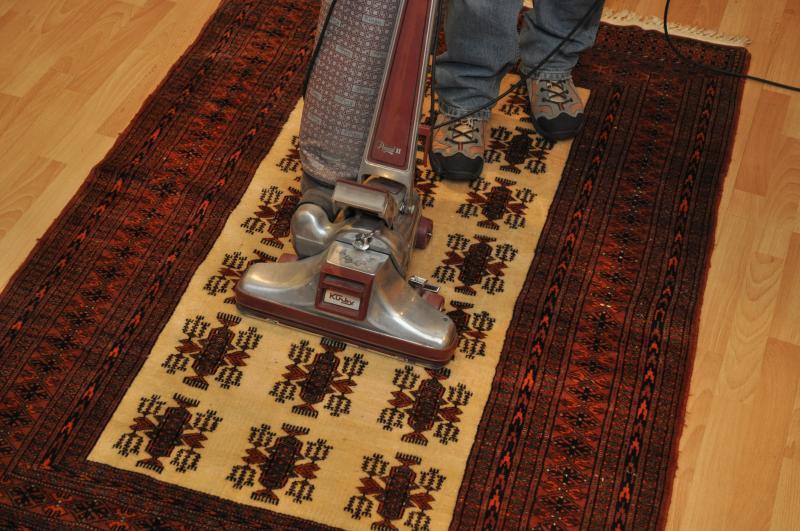 comment nettoyer un tapis phase 1 le d poussi rage nettoyage tapis vaison la romaine. Black Bedroom Furniture Sets. Home Design Ideas